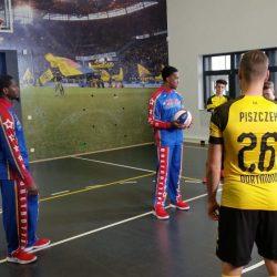Harlem Globetrotters meet BVB soccer team